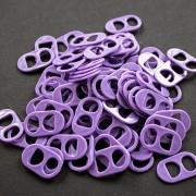 Anilla de lata de plástico color violeta oscuro.